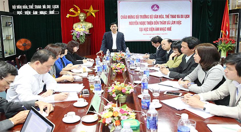 Bộ trưởng Bộ Văn hóa, Thể thao và Du lịch Nguyễn Ngọc Thiện đến thăm và làm việc tại Học viện Âm nhạc Huế
