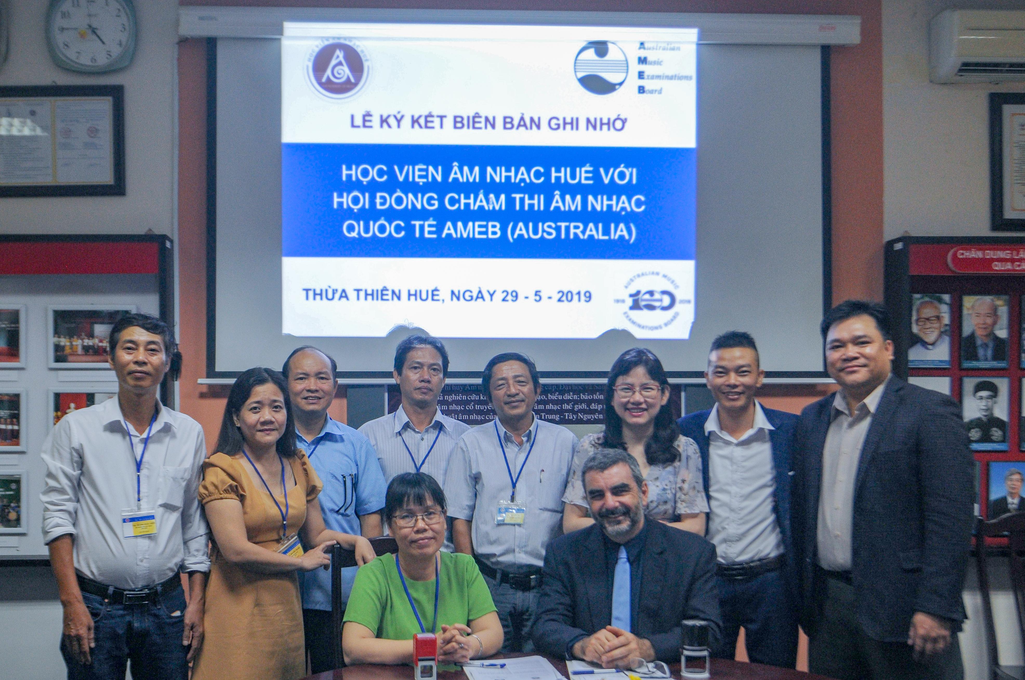 Lễ ký kết biên bản ghi nhớ giữa Học viện Âm nhạc Huế với Hội đồng chấm thi Âm nhạc Quốc tế AMEB( Australia)