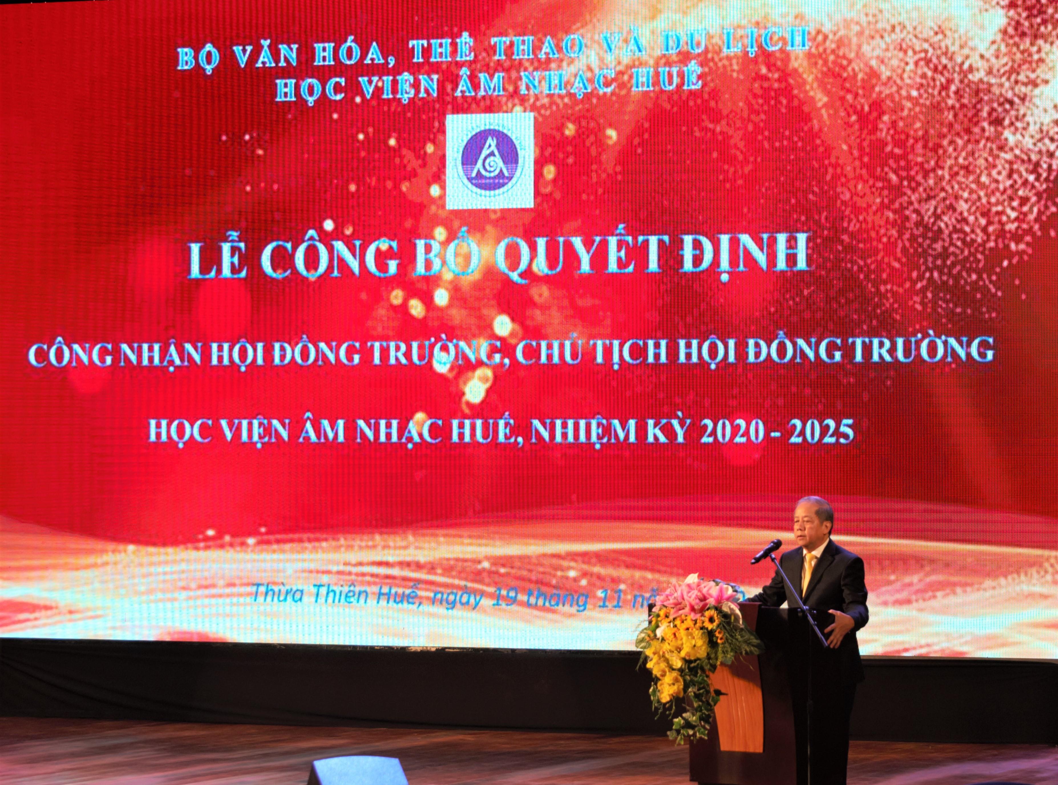 Chủ tịch UBND tỉnh Phan Ngọc Thọ phát biểu tại Lễ công bố quyết định thành lập Hội đồng trường